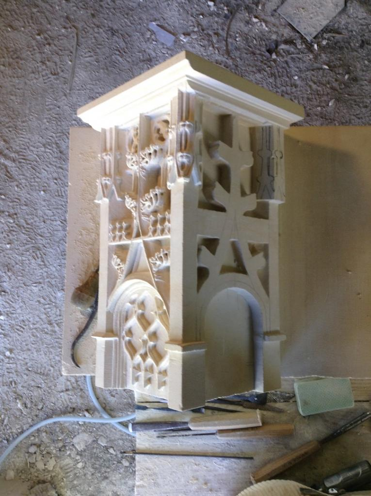 Step of pedestal carving