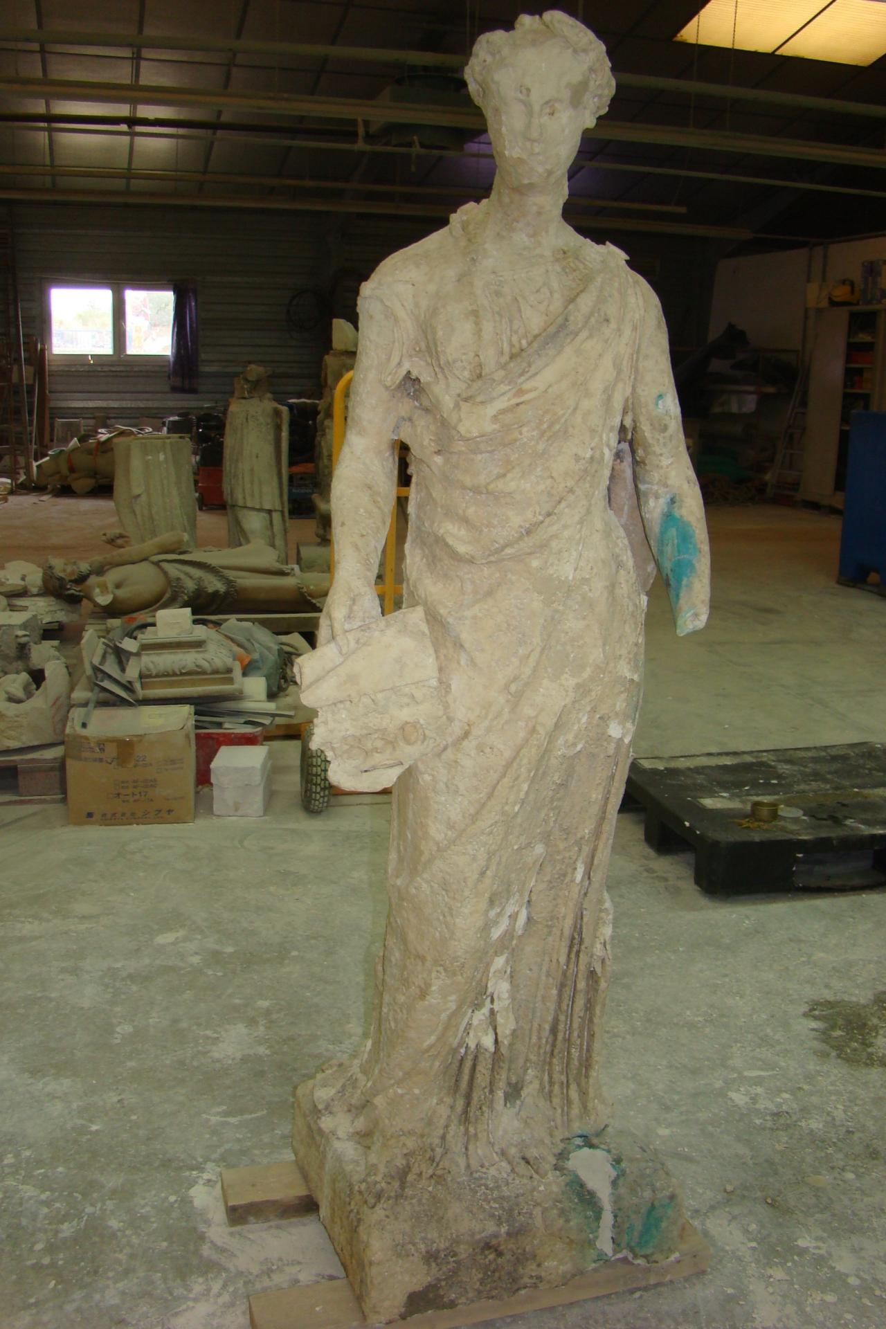 Statue to mold